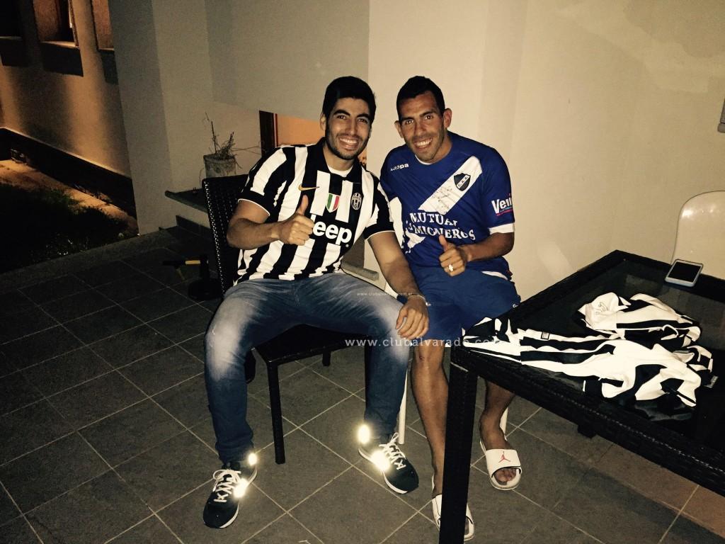 Facundo Moyano le dio la camiseta a Carlitos Tevez