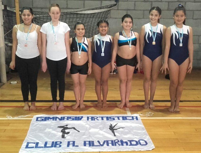 Excelente actuación de las gimnastas de Alvarado