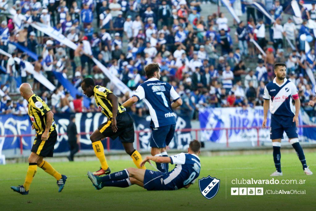Alvarado hizo el gasto, Deportivo Madryn el negocio
