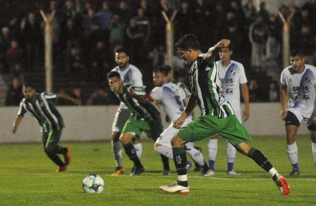 Alvarado no pudo aguantar la ventaja y cayó en Bahía Blanca