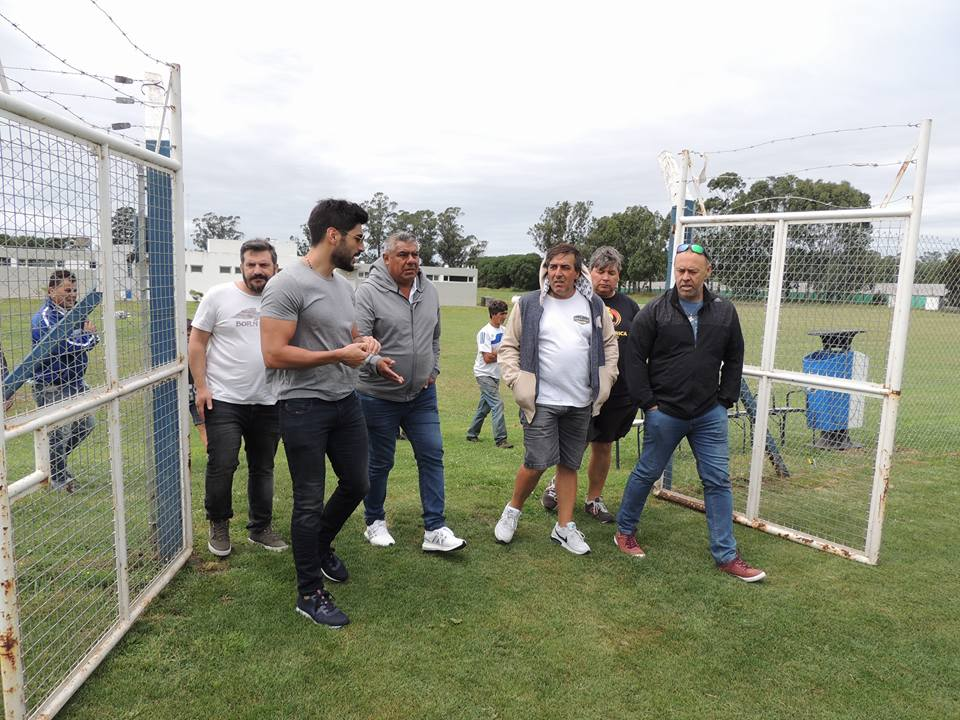 "El presidente de la AFA, ""Chiqui"" Tapia recorrió la Villa Deportiva del Club Alvarado"