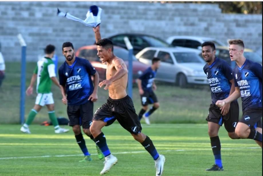 #FutbolLocalCon una «joya» de Jaurena, Alvarado lo ganó en el final y sigue con puntaje ideal