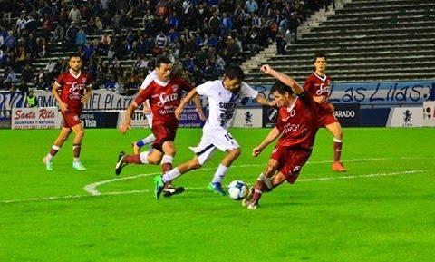 A Alvarado sólo le faltó el gol y la serie quedó abierta
