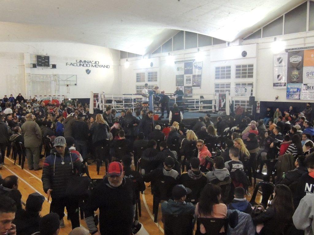 Los amigos del boxeo se juntaron en Alvarado y disfrutaron una gran noche