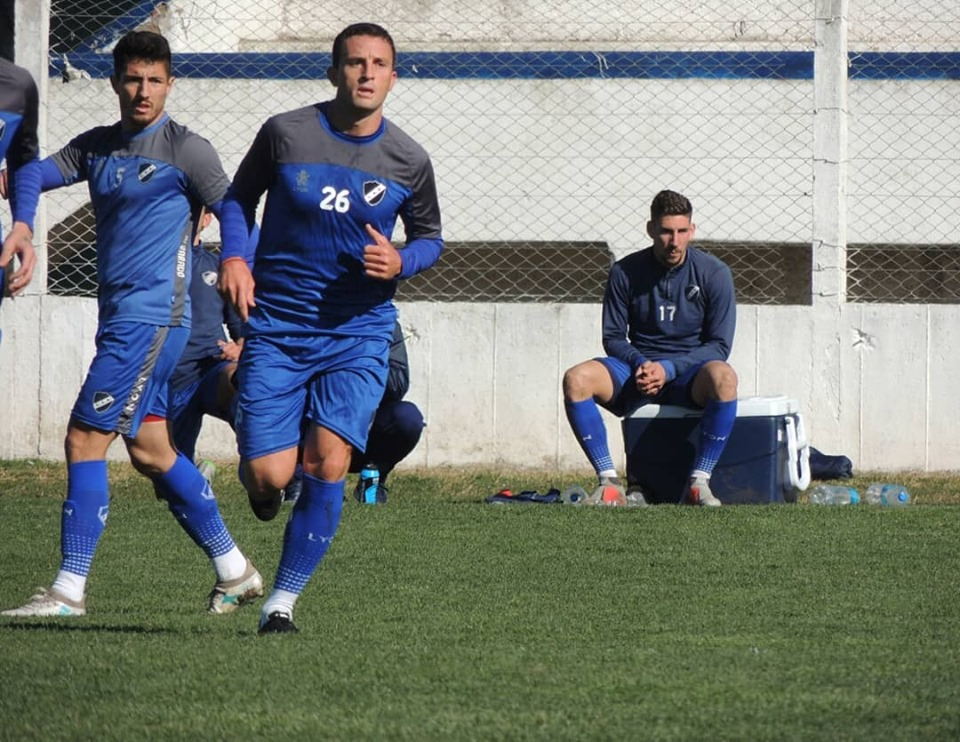 Alvarado hizo fútbol ante Santamarina de Tandil