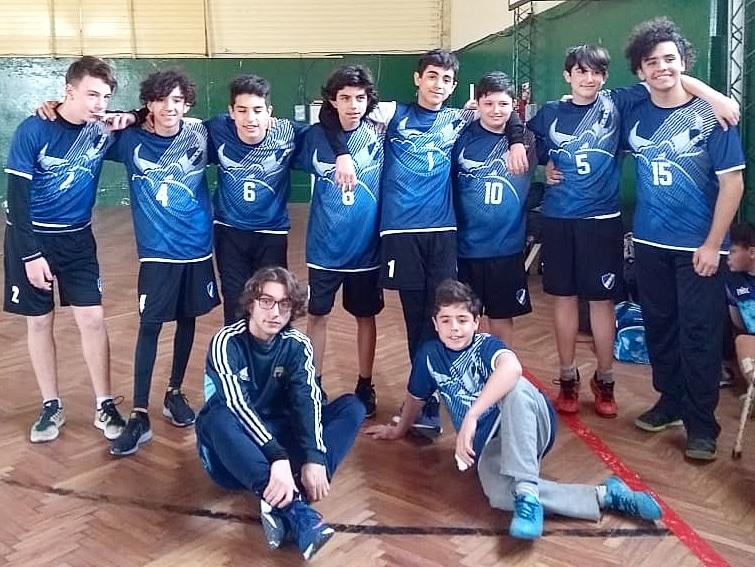 Handball: Triunfo y estreno de camisetas